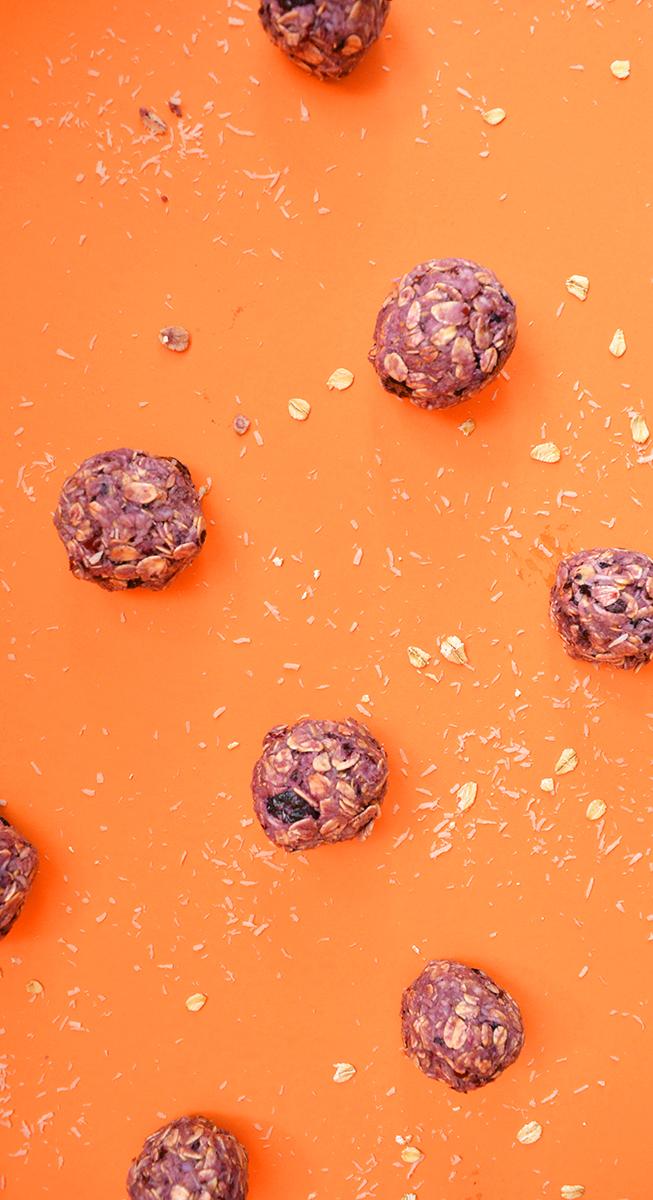 boulettes dejeuner aux petits fruits-overhead.jpg