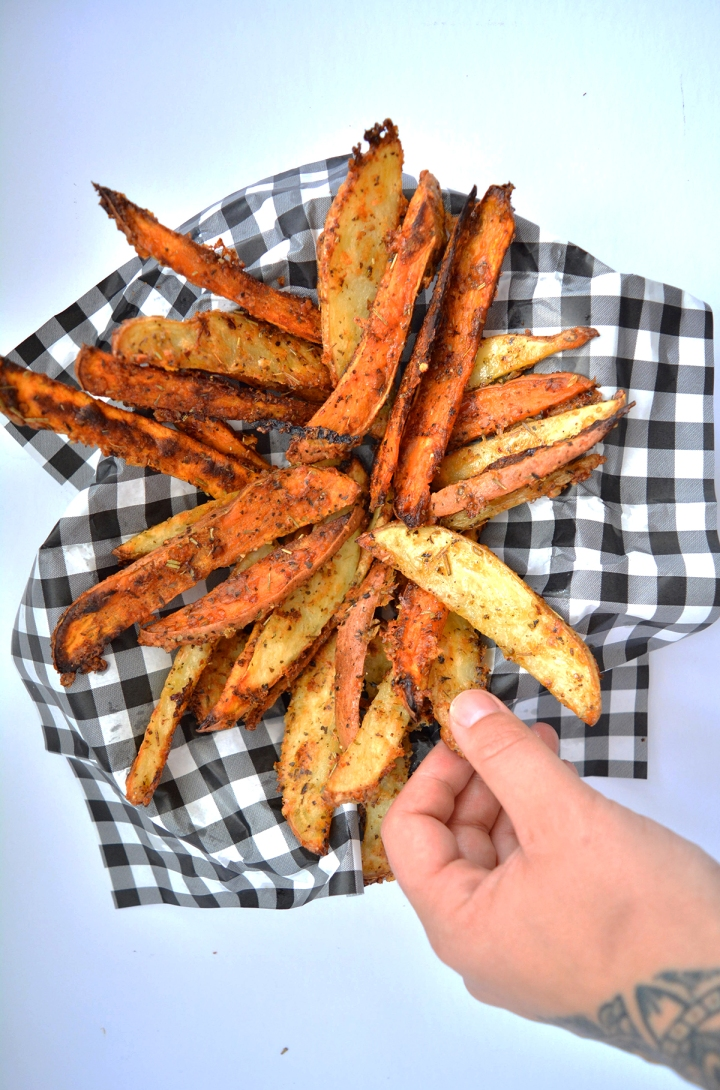 pétates frites au parmesan over head shot
