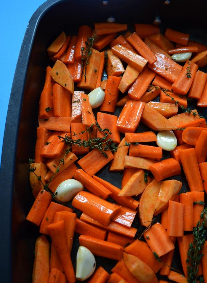 Potage aux carottes rôties, ail et patatesdouces