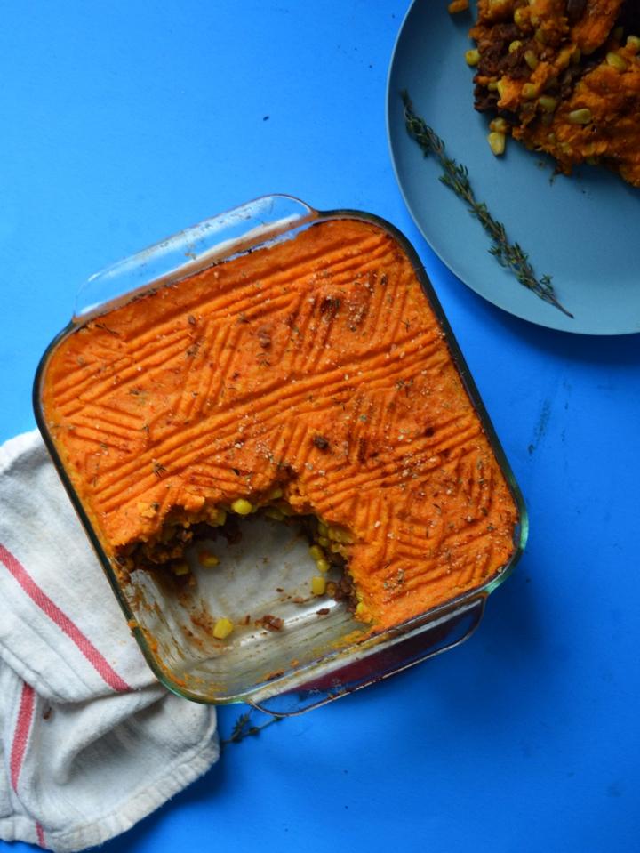 pâté chinois végétarien service lentilles over head shot